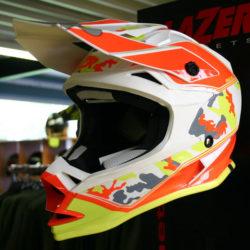 Large choix de casques de moto et cross pour homme, dame et enfant. Modèles de route et vintage - Golden Bikes, votre spécialiste motos et scooters - magasin, atelier, banc de puissance