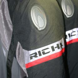 Large choix de vestes de moto pour homme, dame et enfant - Golden Bikes, votre spécialiste motos et scooters - magasin, atelier, banc de puissance